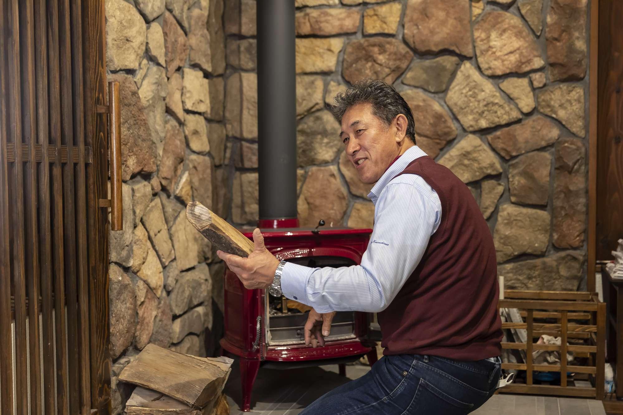 - 「ちょっと大きすぎるわこれ」社長すみませんリフォームで薪ストーブライフを楽しみませんか?薪ストーブの設置で失敗しないためには、爆ぜた薪や熱から床や壁を守る工事、安全な利用のために家具の配置変更や、それによる動線のリフォームが必要な場合も。専門的なプランニングをして、安全で楽しい薪ストーブライフをお届けします。ご相談はカサシマ工務舎まで◎ -  -